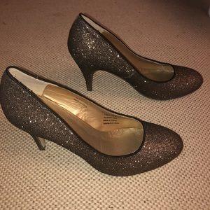 Like new! pacomena glittery bronze pumps